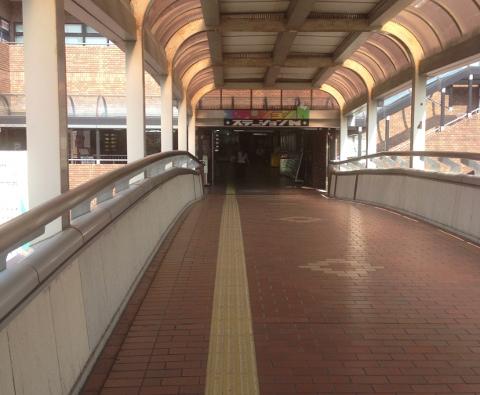 ステーションNへの渡り廊下